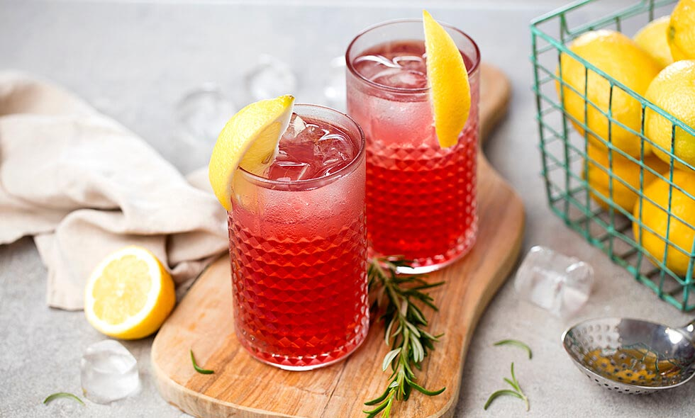 pinklemonade cocktail photo in landscape