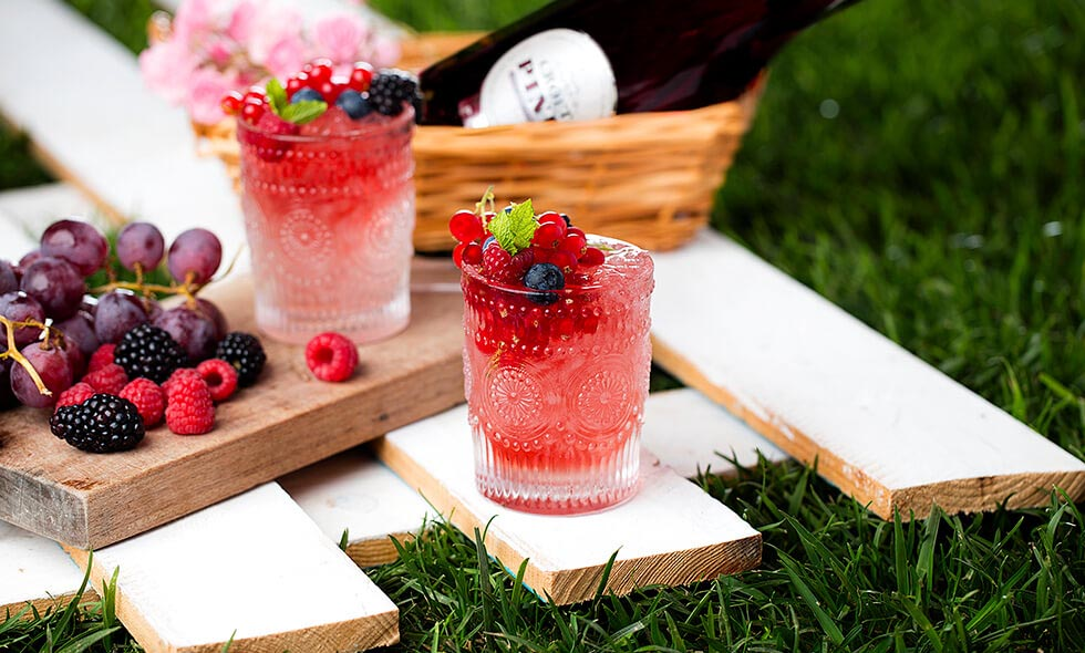 pinkbramble cocktail photo in landscape
